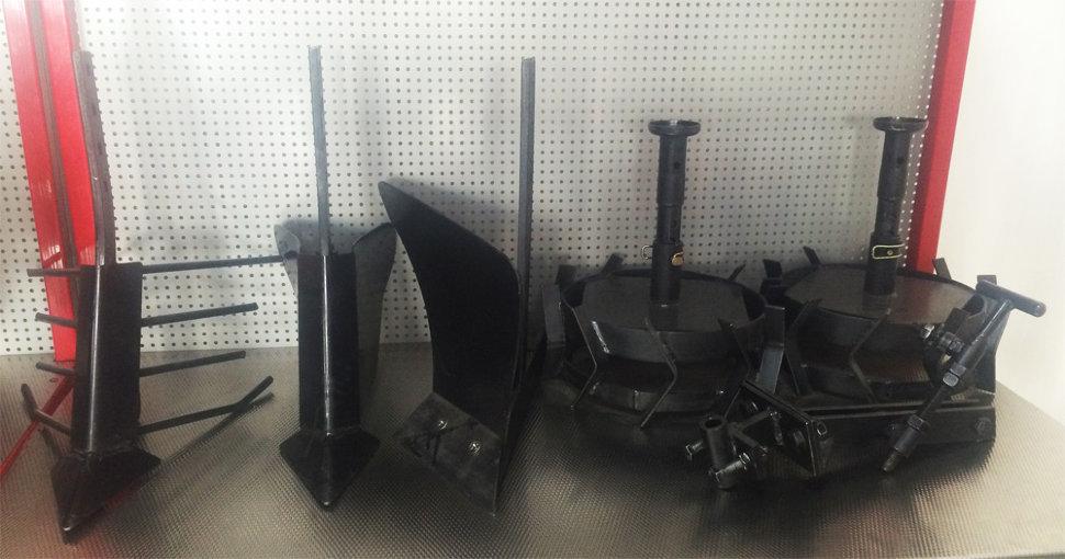 комплект насадок для FJ500 (грунтозацепы, удлинитель, плуг, картофелевыкапыватель, окучник, сцепка) (2) в Богородицке